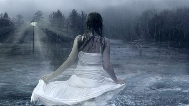 fata-in-ploaie
