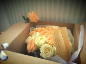 Cutie-cu-trandafiri-300x225
